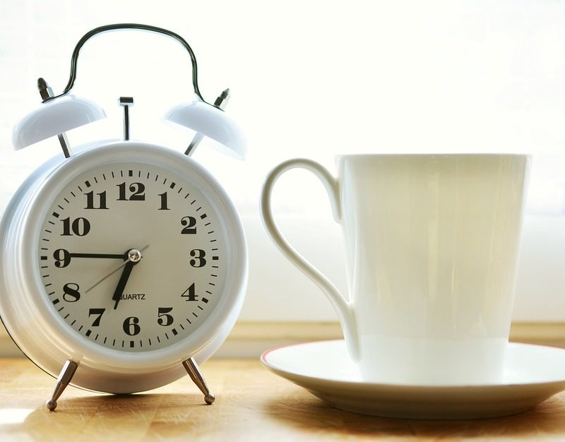 5 Reasons Why You Should Use A Traditional Alarm Clock!